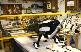 Upper and lower wings now installed with the struts in place.