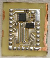 Name: 900mhz09.jpg Views: 139 Size: 141.0 KB Description: Soldered the passives by hand first, then tinned the actives, tacked the actives, & reflowed.  U can probably get better placement by using 0.254mm leads to pinch off the surface tension.