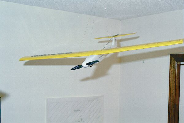 Speedy 400, stock form, with Graupner Speed 400 brushed motor, 6x4 folding prop, single aileron action servo.