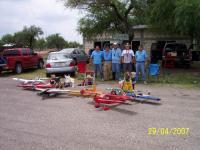 Name: 100_2031.jpg Views: 238 Size: 138.5 KB Description: Los miembros del club de aeromodelismo de Rioverde y algunos de sus aviones.