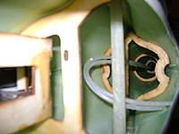 Name: DSC00466.jpg Views: 393 Size: 23.1 KB Description: Vista de �los refuerzos�del fuselaje que a su vez sirven de guia del �cableado�... ya decidir� si los cambio por kevlar.