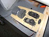 Name: DSC00716.jpg Views: 340 Size: 45.1 KB Description: Construcci�n y ubicaci�n de los servos, receptor y switch de encendido fuera del avi�n,  se retiran todos los componentes para su fijaci�n en el fuselaje.