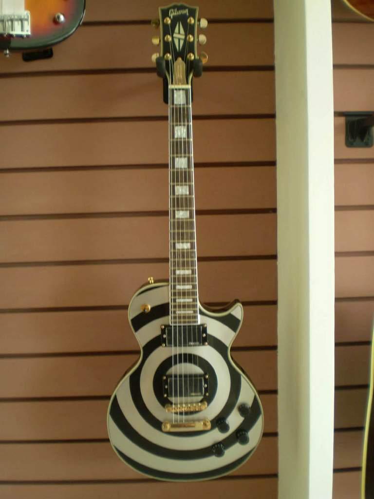 a3003014-103-Gibson%20Custom%20Zakk%20Wylde%20Les%20Paul%20Bullseye.jpg?d=1263943439