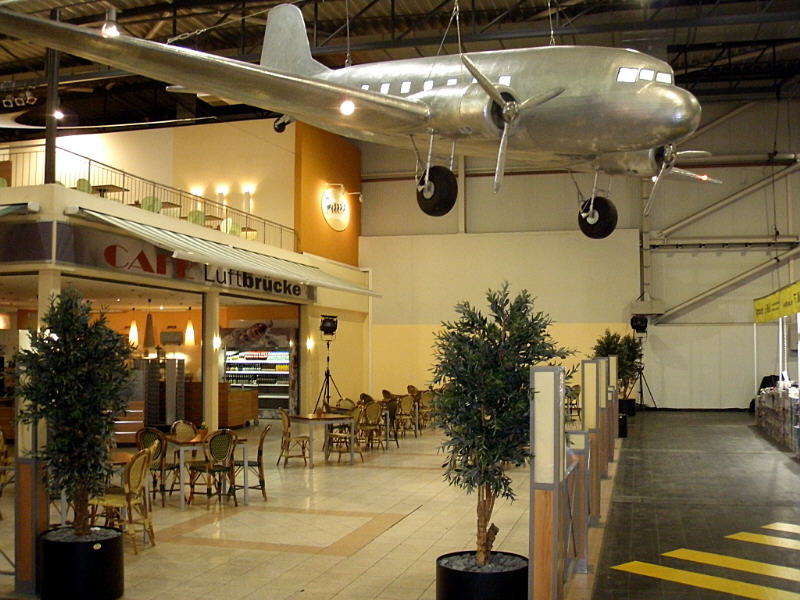 Hall 3B was dedicated to model aircraft - and the Cafe was decorated appropriately.