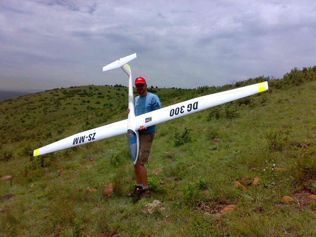 DG300 about to fly, Charl launching.