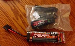New Traxxas 3000 mAh NiMH 8.4V 7cell & 4a Charger!