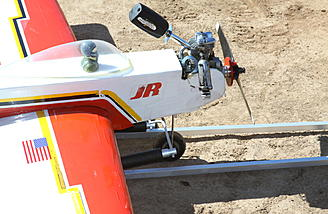 Ron's Kaos .40 was secured from rolling backward by placing the forward locking device BEHIND the nose wheel.