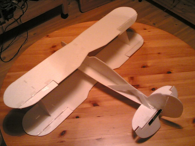 Note the additional stiffeners on the tail fuselage. Also a carbon strip om the elevator.