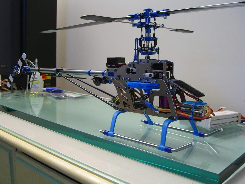 same heli as in the vid but different servos and gyro. This one has a gy401/9257 and hs65mg .. daily flyer difference in flying satisfaction about maybe 5% .. seriously .. gy401 setup worth it for an average mild 3d pilot? .. not in my book