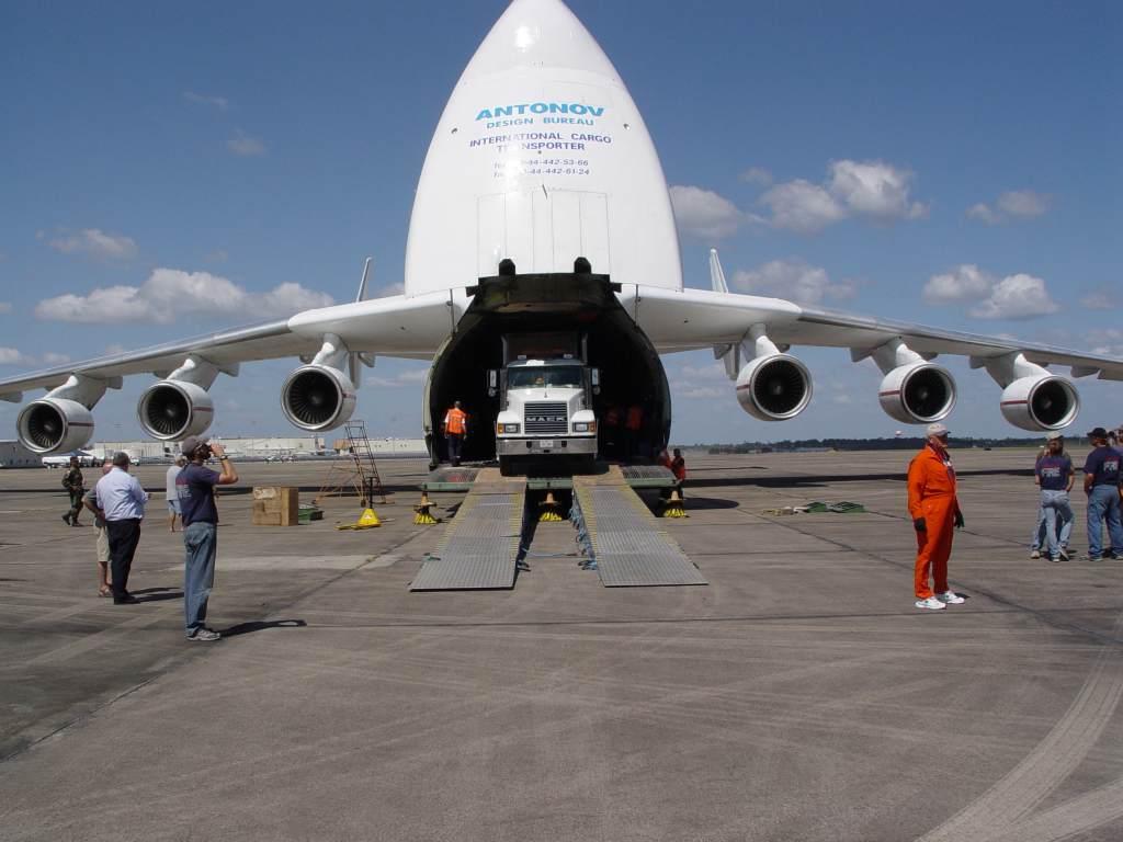 a621832-94-Antonov%20225%20Unloads.jpg?d