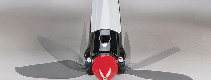 Includes a folding propeller