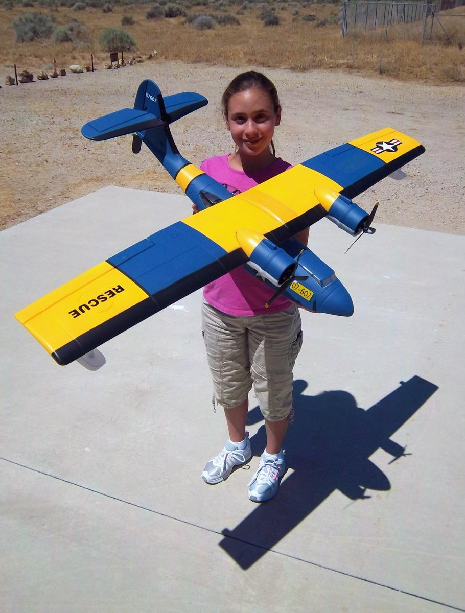 My daughter Evelyn and the Guanli Catalina (Brushless) from Nitroplanes.