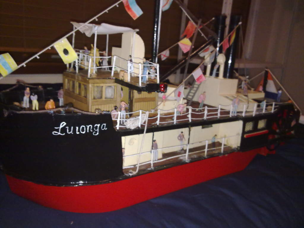 this is my paddl wheel boat it is a nice boat to look at and it good well and it is call the luionga