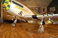 Name: Sandancer-Starmax Gunfighter_Build_Landing-Gear_5-17-2011_0001.jpg