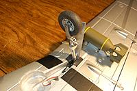 Name: Sandancer-Starmax Gunfighter_Build_Landing-Gear_5-17-2011_0006.jpg