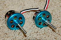 Name: 2010-06-26 GiantTwinBipe 029.jpg Views: 264 Size: 89.7 KB Description: Motors are 750 kv from HobbyCity (Not too expensive)
