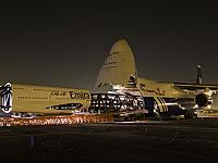 Name: 800px-Polet_Airlines_An-124_swallowing_Emirates_Airbus_A380.jpg