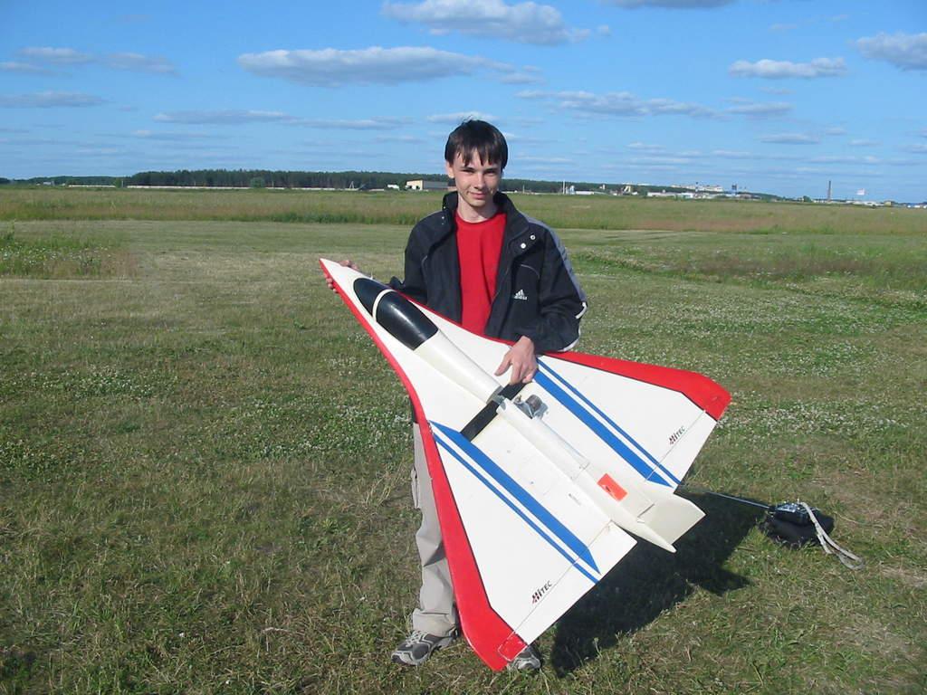 rcgroups上看到的三角翼 - 油动飞机 - 天使遥控模型