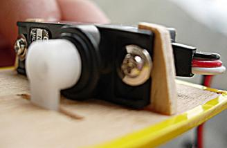 <b>Mount the servo in the blocks with two screws only.</b> There isn�t room for 4, and you don't need rubber grommets. Note how the block protrudes above servo tab.