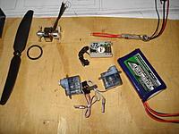 Name: DSC00483.jpg Views: 30 Size: 145.3 KB Description: los articulos de mi pedido a HK, motor brushless de 10grs, esc de 6 amp y 4 grs, servos de 4 grs, bateria de dos cel, helices directas de 5x4