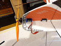 Name: DSC05573.jpg Views: 63 Size: 352.0 KB Description: Close up of the battery installed into the vertical portion of the upper fuselage