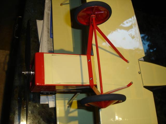 The assembled landing gear with the battery cover in place on the front bottom.