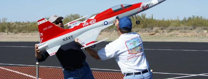 Rick Huerta and Pat Gagnon trying to hand-launch Mike Pope's F-5. Photo taken by Joe Mangino.