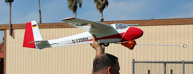 Jeff Hunter getting ready to launch the Ka-8 with the E-flite 450 Launching System.