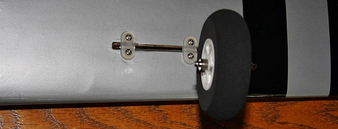 The landing gear strut was secured in a prepared slot with two straps per strut.