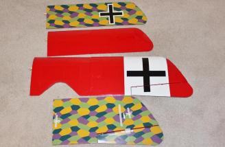The top of the wings are red the bottom have a lozenge pattern.