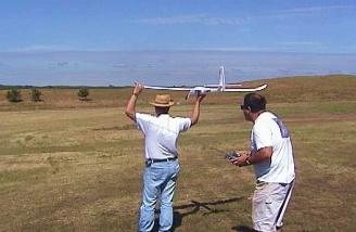 Benard hand launching for Jeff as I videotaped the flight.