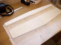 Name: 000_0004.jpg Views: 534 Size: 59.9 KB Description: se corta el ala utilizando de guia el plano. y en dos partes para poner un spar de madera enmedio.