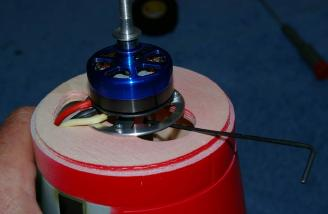 It is still easy to access the motor mount set screw, even though the mount is inverted.