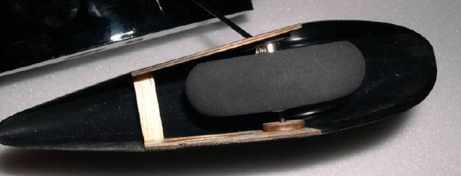 Wheels mounted inside of the wheel pants using wheel collars.
