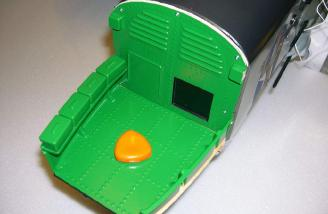 Nose-gunner cabin scale accessories.