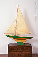 Name: Comet_Vintage_Pond_Yacht.jpg