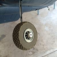 "Name: whIMG_0315.jpg Views: 12 Size: 297.6 KB Description: Dubro 2.5"" Diamond- Lite Tires"