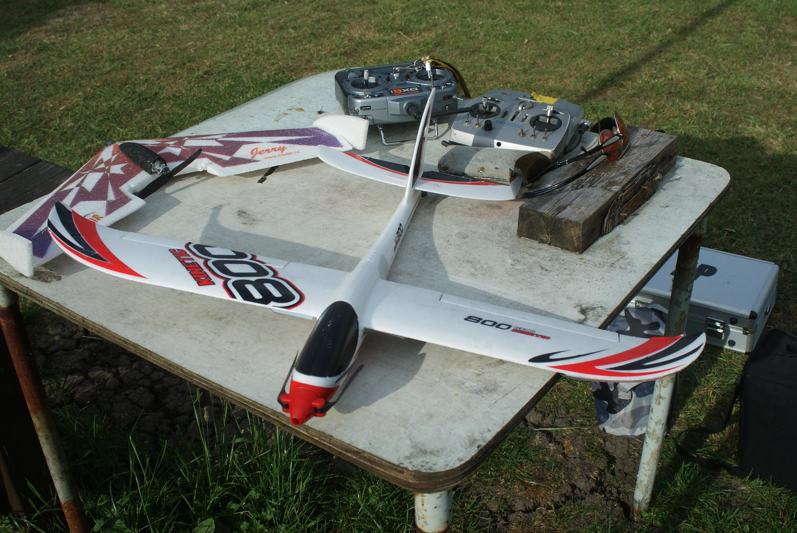 Hobby king Kinetic 800, flies on the MPX. Very nice flyer.