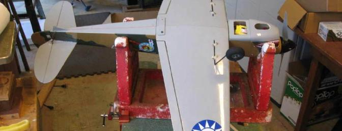 Rugged landing gear fit into slots and a hole in the gear mounts and are retained with nylon straps.