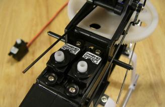  Servos mounted in the frame.