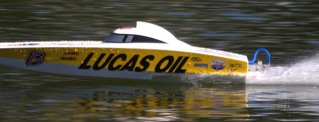 AquaCraft Lucas Oil FE Brushless Catamaran Review