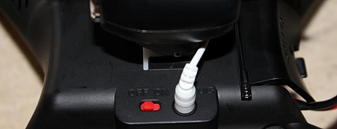 Este interruptor de alimentação separada é um toque agradável e um importante recurso de segurança, permitindo que o X8W de ser rapidamente desarmado após o vôo.