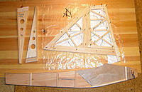 Name: 25weezzle_fena_vingspets_kropp_1kpx.jpg Views: 125 Size: 155.2 KB Description: Fuselage side of 3 mm soft balsa, reinforced with 0.4 mm ply in front. Wing tips and fin/rudder.