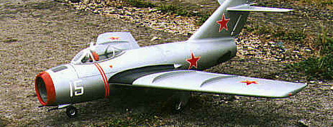Jurgen Tuschler's Mig 15. The 30 cells, in 3 10-cell packs, and all the avionics, are housed above the duct beneath a long top hatch. The dark area in front of the windshield is a wire mesh covered cooling air inlet.