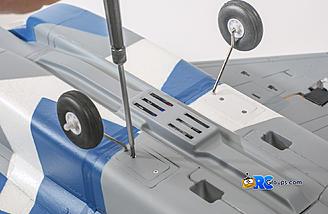Main gear install is a simple screw in job