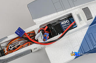 Battery compartment will fit either 3S or 4S 2200mAh Lipo