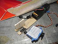 Name: DSCN3578.jpg Views: 91 Size: 225.2 KB Description: tape the servo and glue to plate