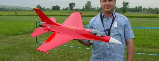 Bob Bellomini demonstrated his bungee-launched JePe F-16.