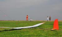 Name: F5JSVSSJerryAricDonErik.jpg Views: 39 Size: 232.5 KB Description: Nice grass! Don's light Xplorer on the foreground.