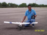Name: 100_2025.jpg Views: 182 Size: 105.0 KB Description: Juan José Ramirez, el compañero mas nuevo en el club, que recien adquirio el mal de Rcitis, con su Eagle 2 trainer de Carl Goldberg.